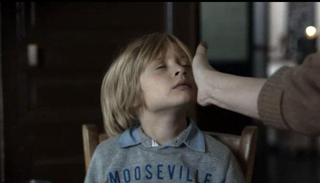 une-campagne-choc-vous-montre-limpact-traumatisant-dune-gifle-sur-votre-enfant1