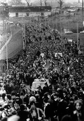 6- la-banane-qui-parle-Les funérailles de Bobby Sands. AFP