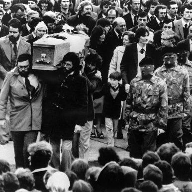 7- la-banane-qui-parle-Les funérailles de Bobby Sands. AFP
