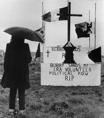 9 - la-banane-qui-parle-Les funérailles de Bobby Sands. AFP