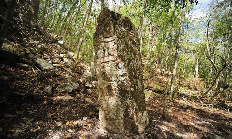 labananequiparle-archeologues-cite-maya-perdue-mexique-une