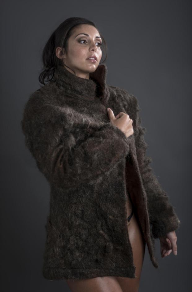 labananequiparle-manteau-poils-humain-2