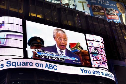 La mort jeudi de Nelson Mandela, premier président noir d'Afrique du Sud et icône de la lutte contre l'injustice, a suscité une vague immédiate d'émotion à travers le monde et un afflux d'hommages sans précédent, à la hauteur de cette personnalité hors du commun.