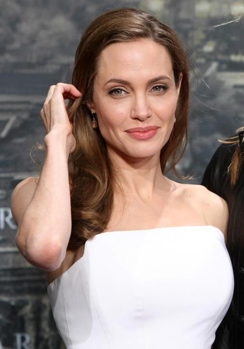 labananequiparle_Angelina-jolie