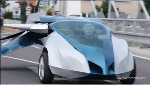 slovaquie un nouveau prototype de voiture volante la banane qui parle. Black Bedroom Furniture Sets. Home Design Ideas