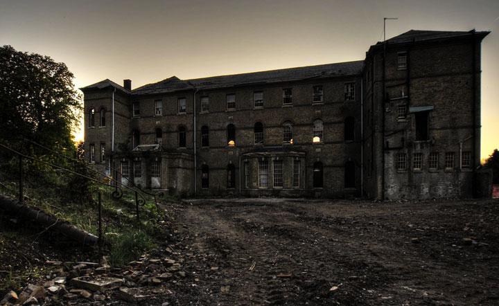 labananequiparle-asiles-abandonnes-Croydon-8