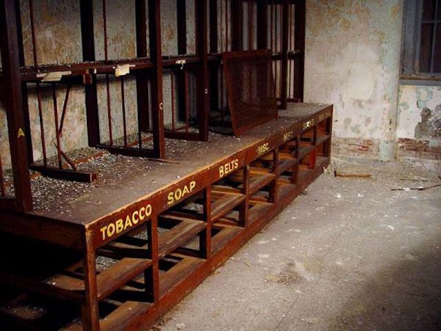 labananequiparle-asiles-abandonnes-Danvers-6