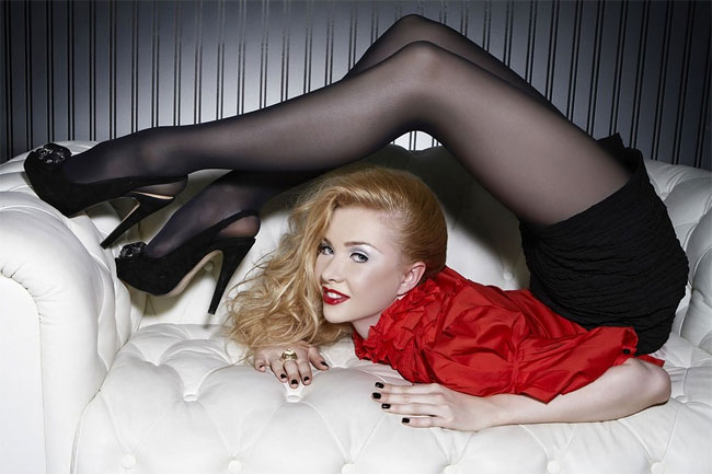 labananequiparle-contorsionniste-femme-4