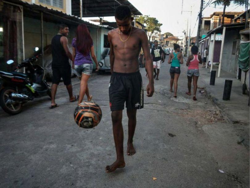 labananequiparle-enfants-rio-AFP-Marcio Ferreira dos Santos