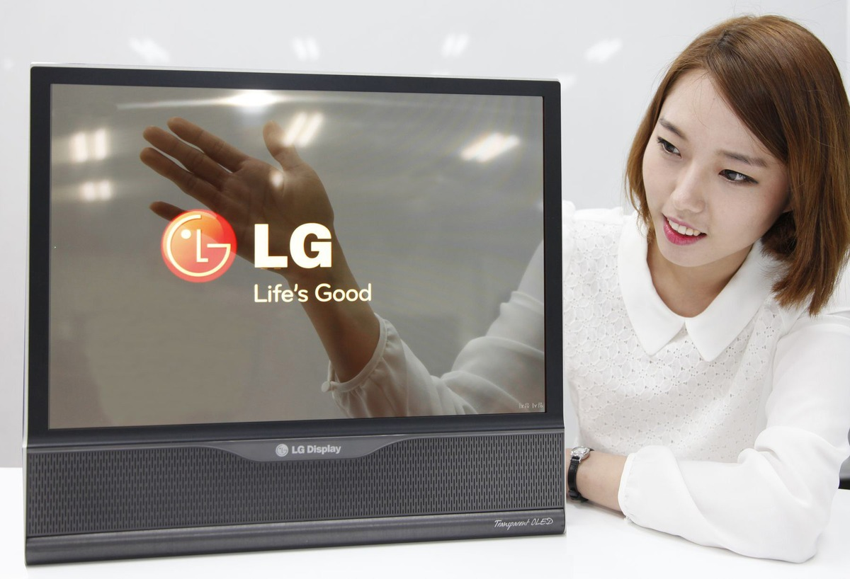 la-banane-qui-parle-lg-invente-le-téléviseur-pliable-1