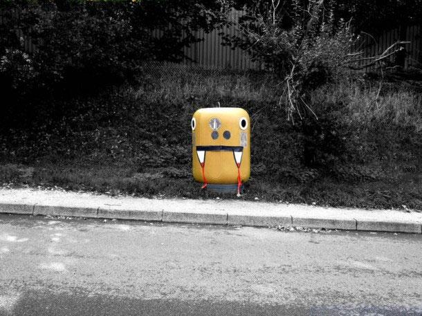 labananequiparle-Funny-Street-Art-boite-rue