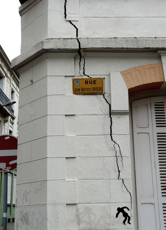 labananequiparle-Funny-Street-Art-eclaire