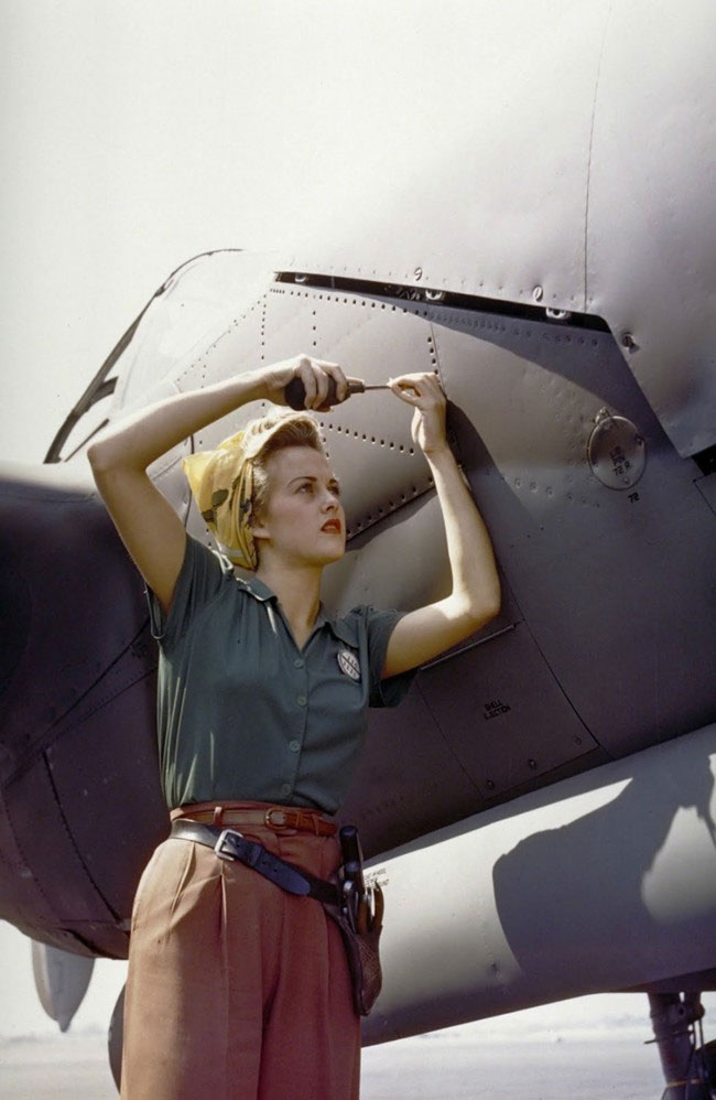 labananequiparle-employe-avion-femme