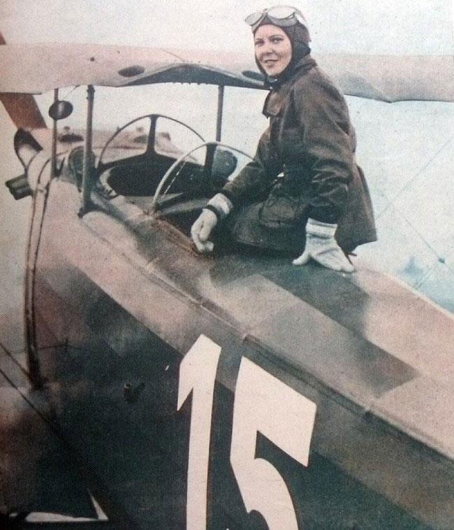 labananequiparle-femme-pilote-de-chasse-Sabiha-Gökçen