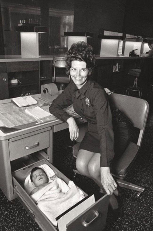 labananequiparle-femme-policiere-enfant-tiroir