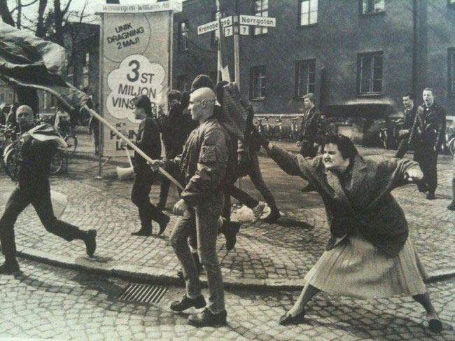 labananequiparle-femme-suedoise-deporte-frappe-nazi