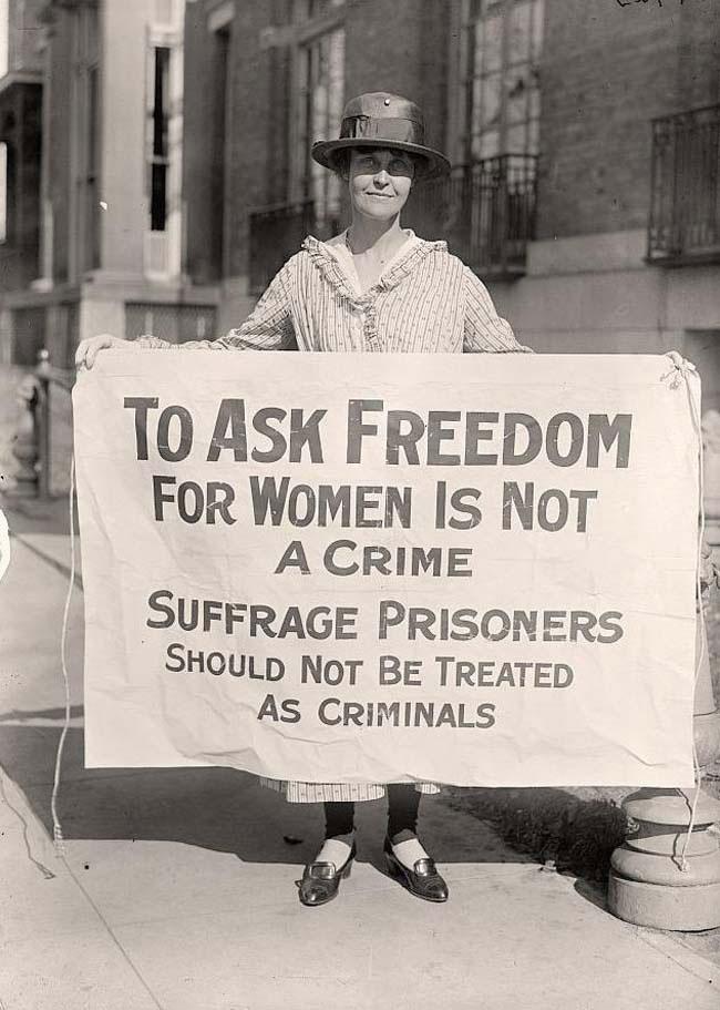 labananequiparle-militante-suffragetteproteste