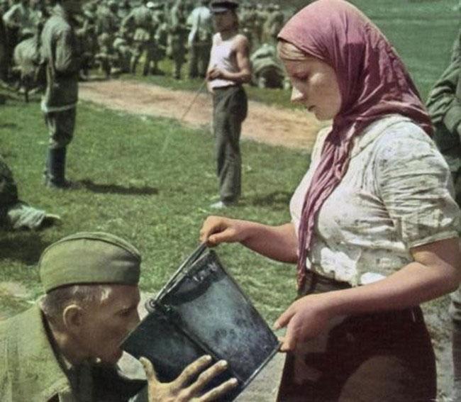 labananequiparle-soldat-sovietique-femme-eau
