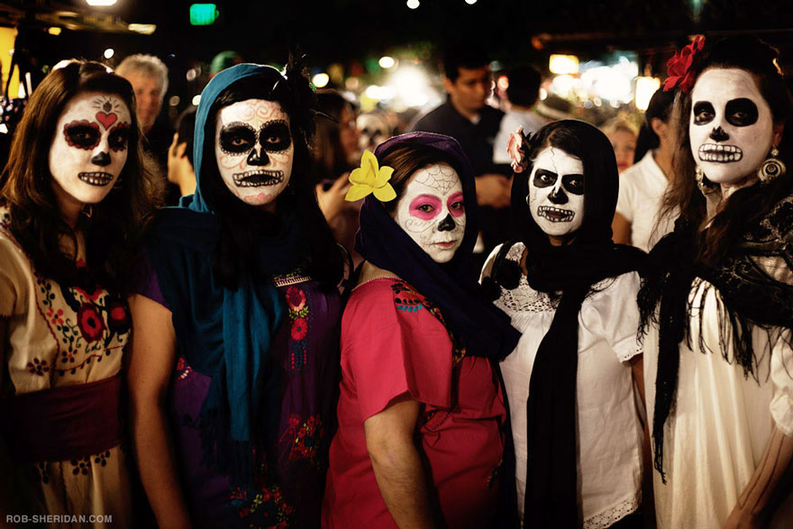 labananequiparle-unique-festivals-around-the-world-dia-de-los-muertos-rob-sheridan-3