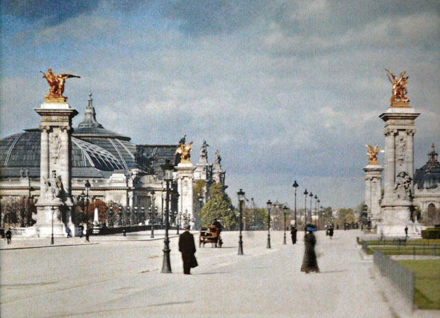 labananequiparle--rares-photos-de-paris-au-20e-siecle-refont-surface-en-couleur27