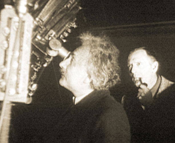 labananequiparle-Einstein-with-Edwin-Hubble