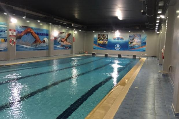Les patients du centre peuvent suivre des cours de natation. © Jérôme Rabier/Public Sénat